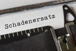 Wort Schadenersatz mit der Schreibmaschine geschrieben