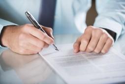 Inhaber eines Kleinbetriebs muss Zeugnis nicht immer unterschreiben