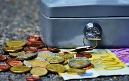 Geldkassette mit Euroscheinen und Kleingeld